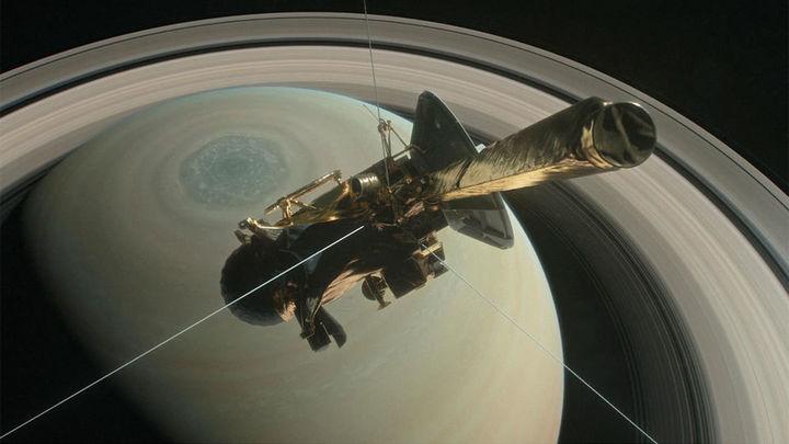 """La sonda Cassini se """"suicida"""" en Saturno tras cumplir con su misión"""