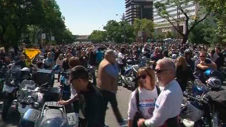 45.000 motos rinden homenaje a Ángel Nieto