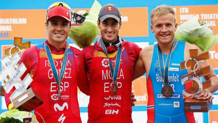 Mario Mola revalida el título mundial de triatlón