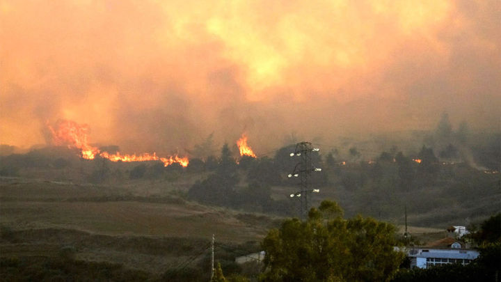 Un incendio en Gran Canaria obliga a evacuar a 800 personas