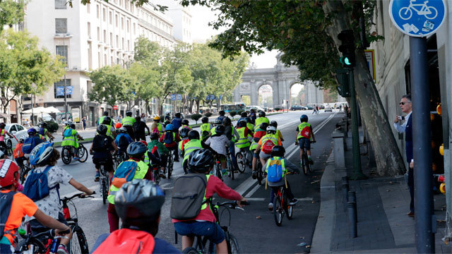 Bicicletada por la calle de Alcalá