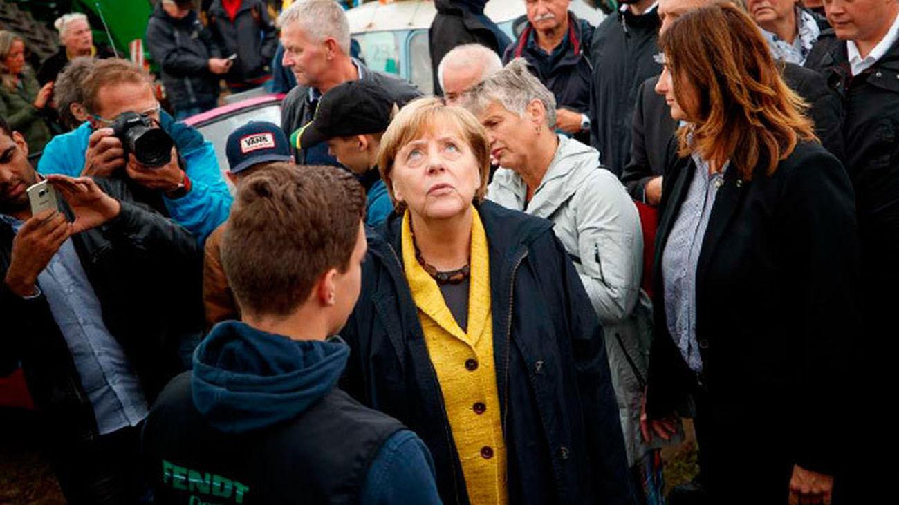 Merkel, una líder atípica e imbatible, con nuevos problemas en casa
