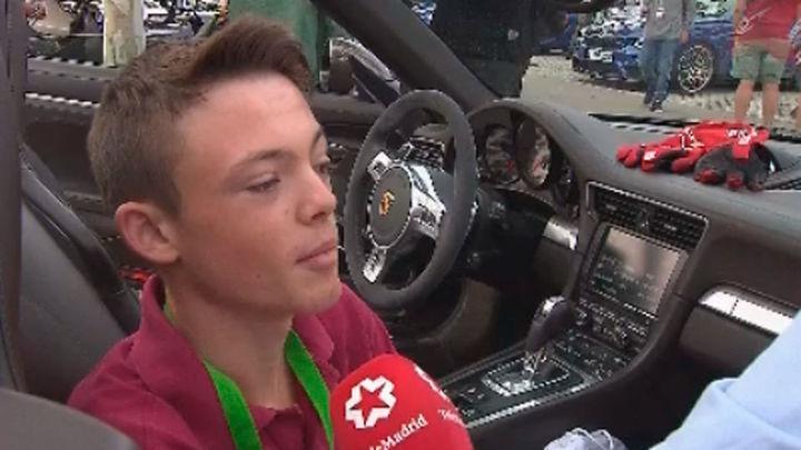 Adolescentes madrileños enfermos pilotan coches deportivos por un día