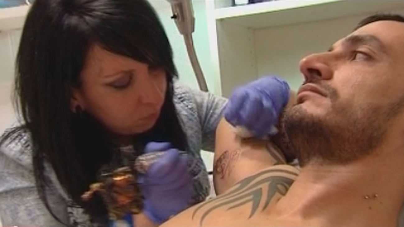 La Unión Europea alerta de la peligrosidad de algunos tatuajes