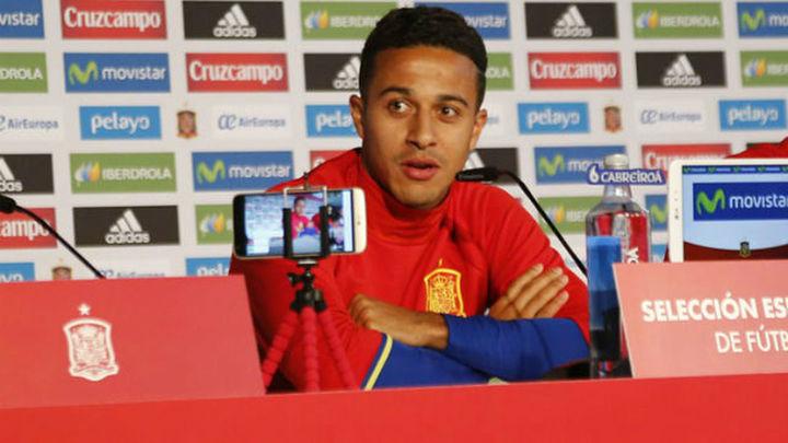 """Thiago: """"Venimos a jugar al fútbol, no a hablar de la vida de nadie"""""""