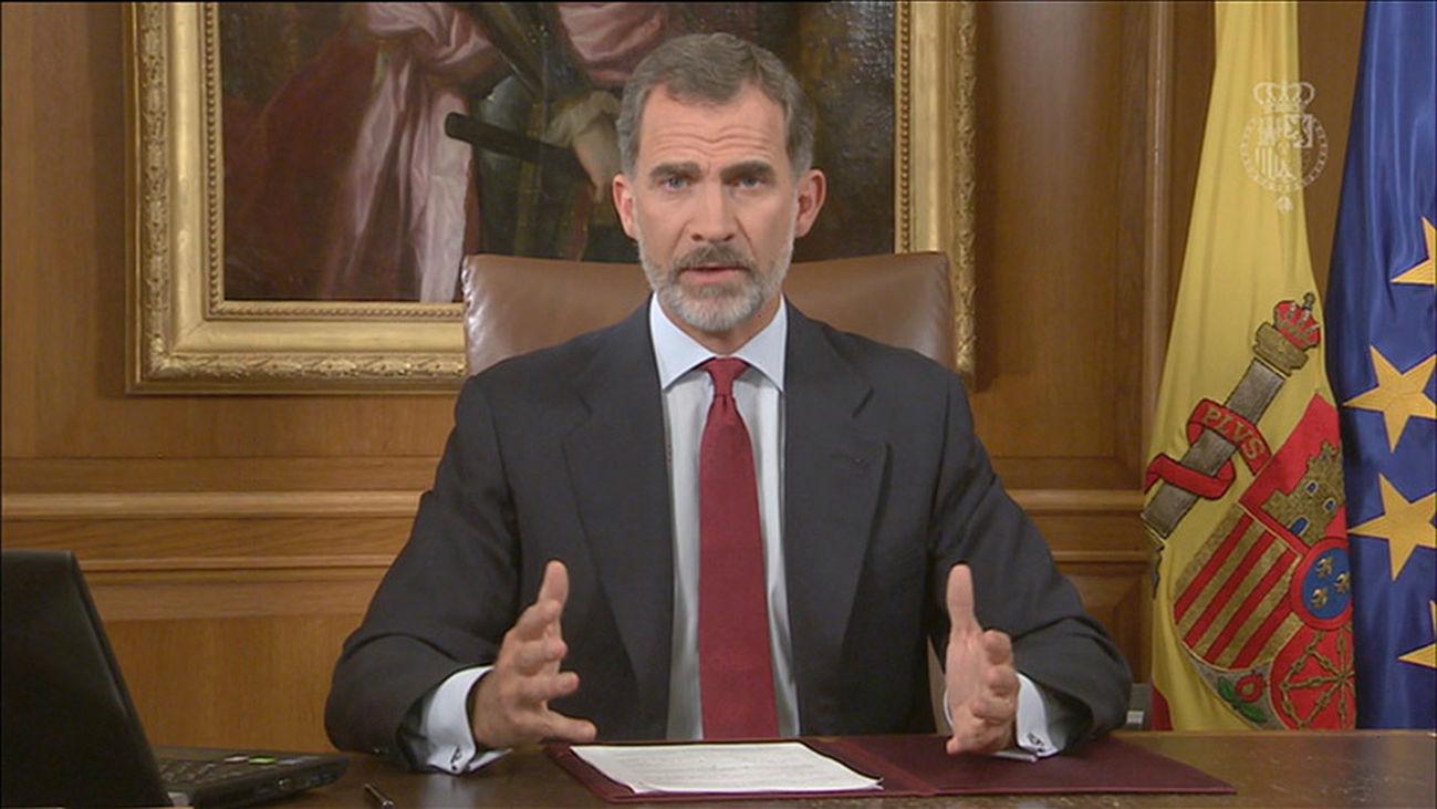El Rey llama a asegurar el orden constitucional en una situación de extrema gravedad