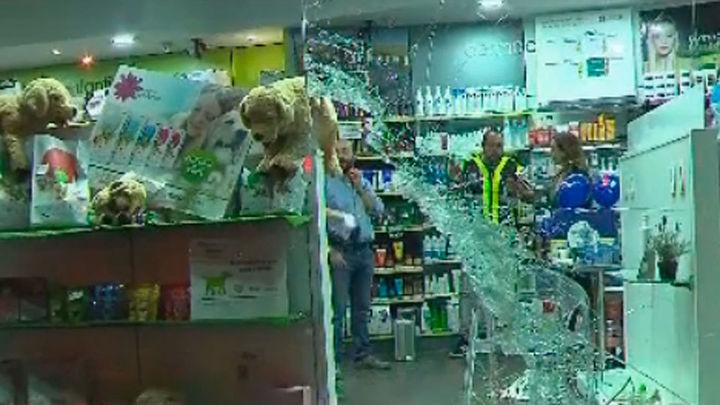 Roban a mazazos una farmacia en Cuatro Vientos