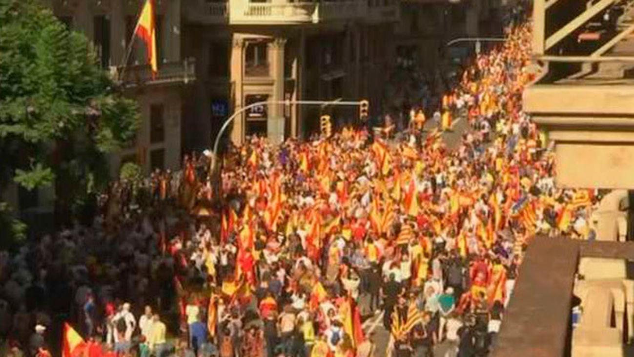 Multitudinaria manifestación en Barcelona contra la independencia