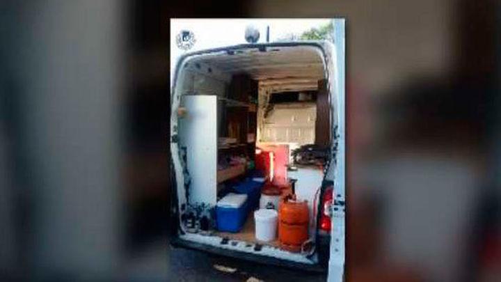La Policía se incauta de una furgoneta convertida en un bar ambulante ilegal