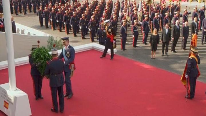 Emotivo homenaje a los caídos en la Fiesta Nacional presidida por los Reyes