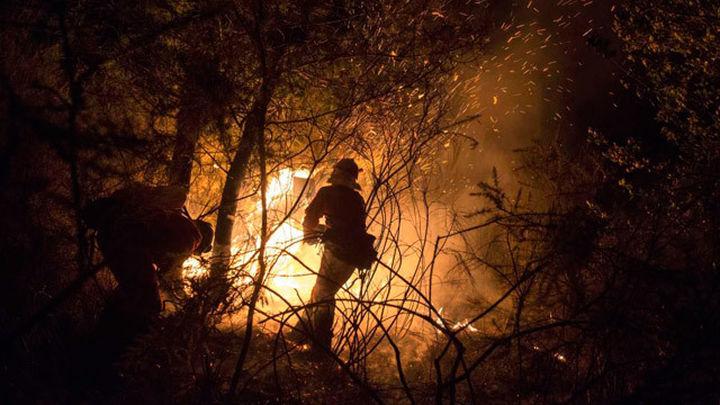 Más de 1.850 hectáreas arden en quince incendios en Ourense y Lugo