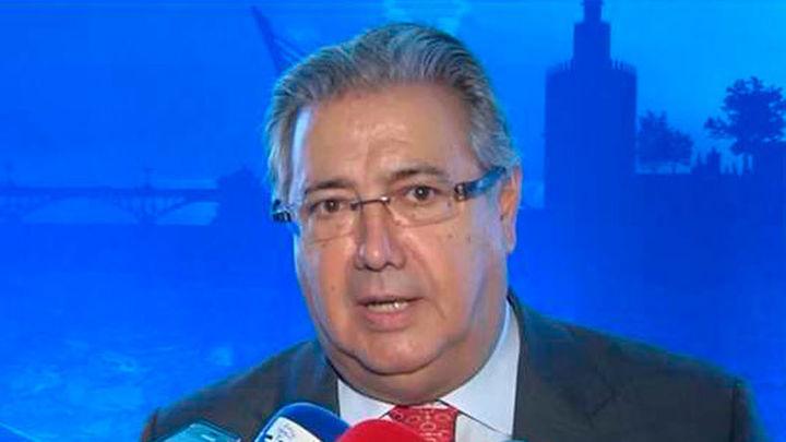 """Zoido pide a Puigdemont que """"recapacite y vuelva al seno de la normalidad institucional"""""""