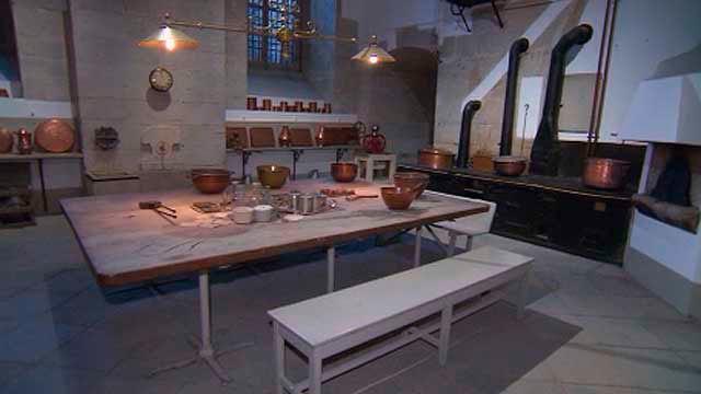 El palacio real abre al p blico sus cocinas telemadrid for Programas de cocina en espana