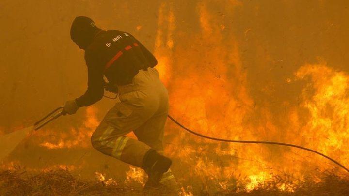Dos personas mueren en uno de los incendios que asolan Galicia