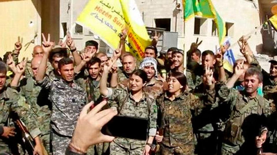 Fuerzas de la coalición celebran la caída de Al Raqqa en Siria