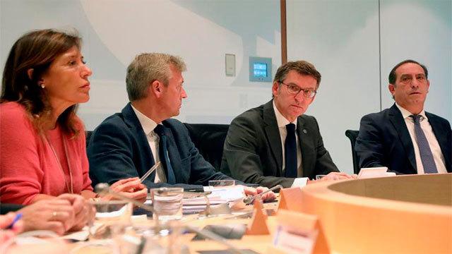 El presidente de la Xunta de Galicia, Alberto Núñez Feijóo con los consejeros de Presidencia, Medio Ambiente, y Economía