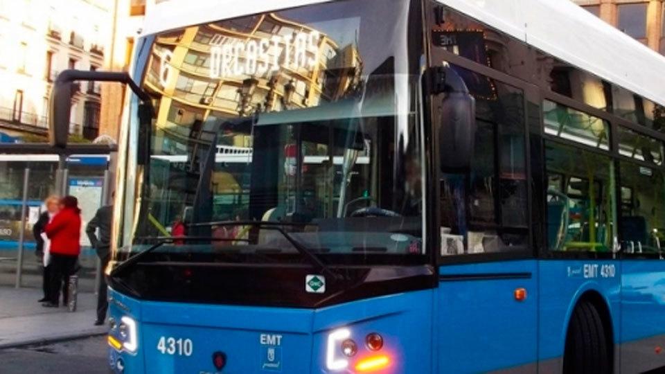 La EMT identificará con adhesivos el espacio disponible en sus buses