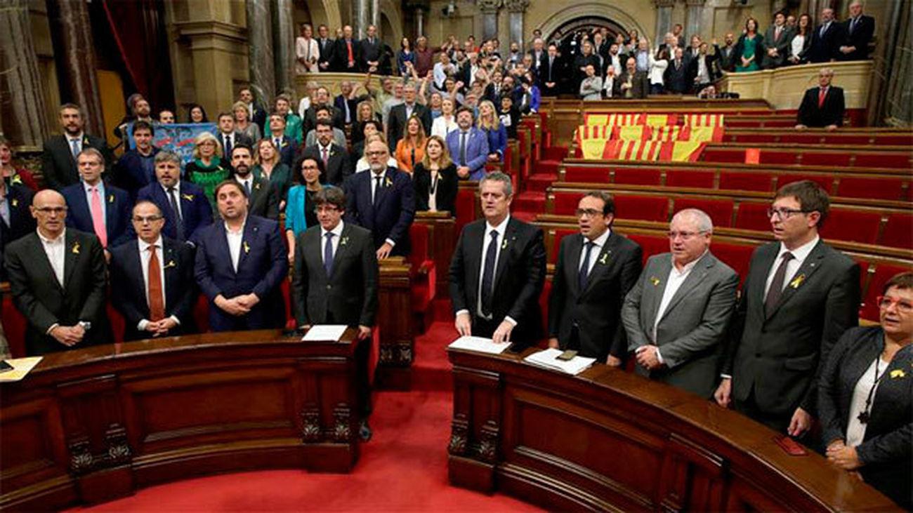 """El Parlament declara la república catalana como """"Estado independiente"""""""