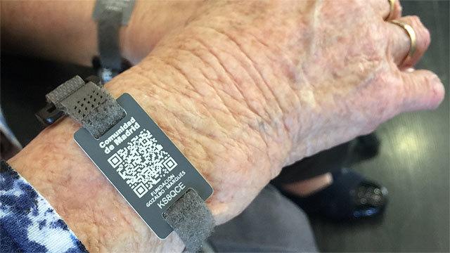 Pulseras con código QR para mayores