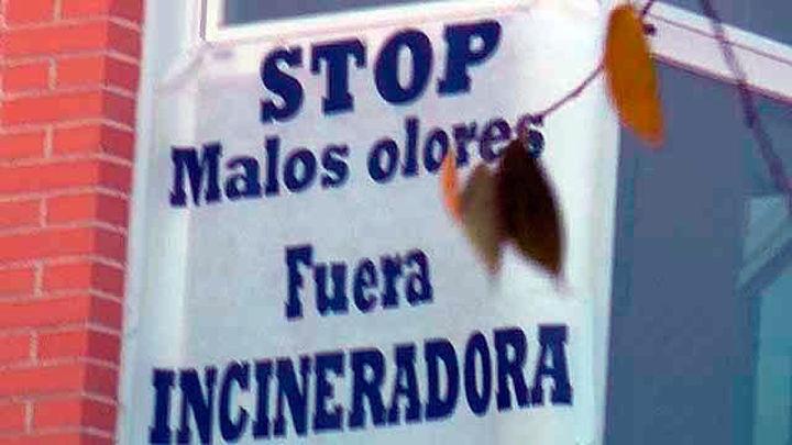Vecinos de Rivas dan 1.500 firmas a Carmena contra los olores de Valdemingómez