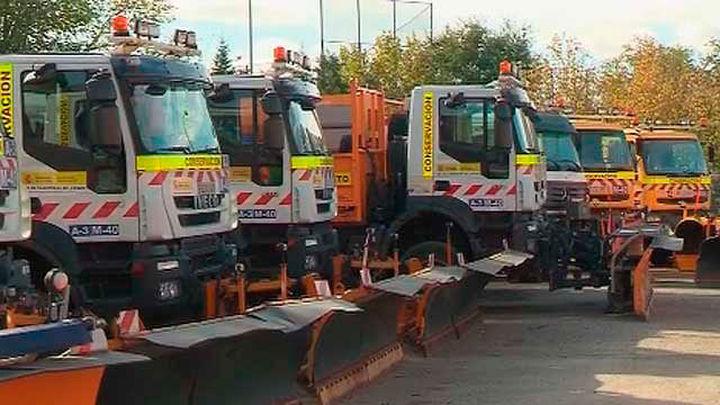 Las máquinas quitanieves desinfectan los municipios de la Sierra Norte de Madrid
