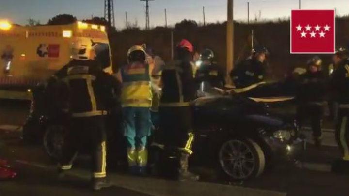 Cuatro heridos en el choque frontal de dos vehículos en Tres Cantos