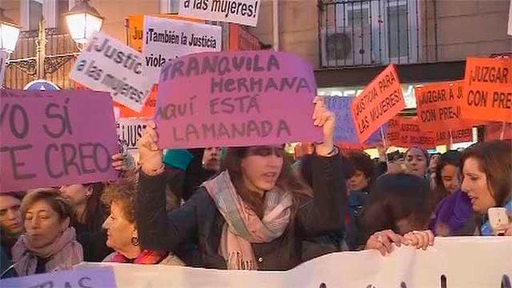 """Feministas protestan contra  la """"justicia patriarcal"""" en el juicio por violación en los Sanfermines"""