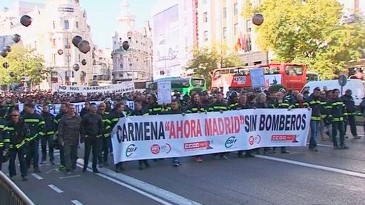 Los bomberos de Madrid se manifiestan para pedir más efectivos