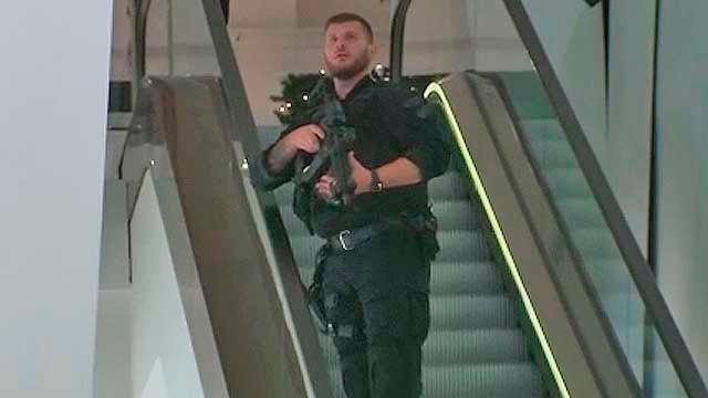Policía armado en el metro de Londres