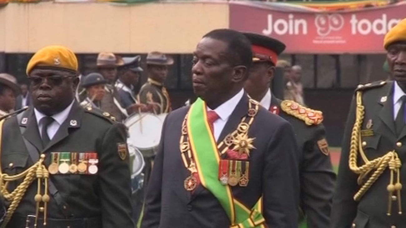 Emmerson Mnangagwa jura como presidente provisional de Zimbabue