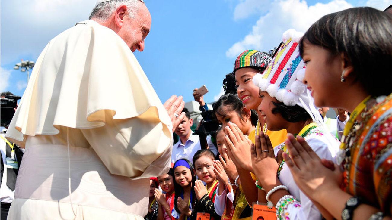 El Papa Francisco inicia la primera visita de un pontífice a Birmania