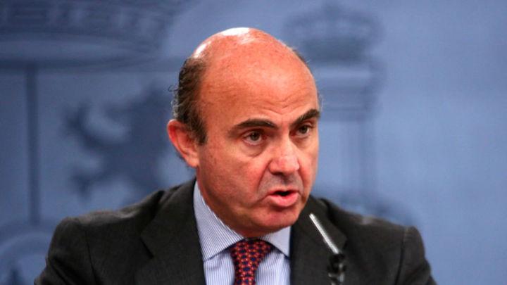 """De Guindos dice que el Estado privatizará Bankia """"tan pronto como sea posible"""""""
