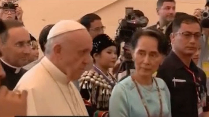El Papa pide respetar los grupos étnicos en Birmania ante Aung San Suu Kyi