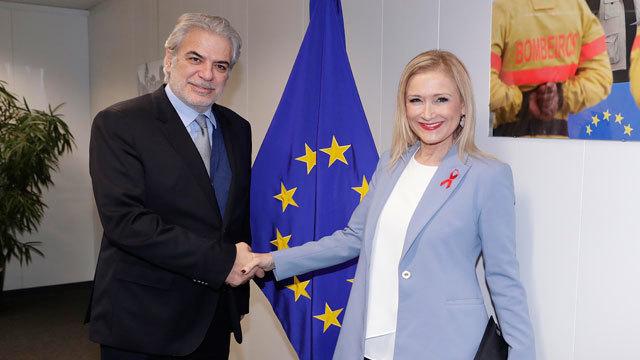 El comisario europeo Christos Stylianides con la presidenat Cristina Cifuentes