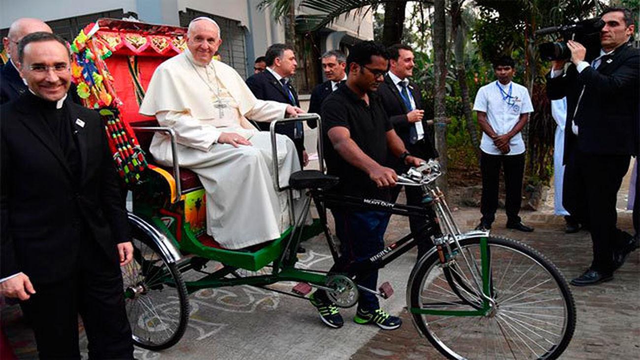"""El Papa: """"La presencia de Dios también se llama rohinyá"""""""