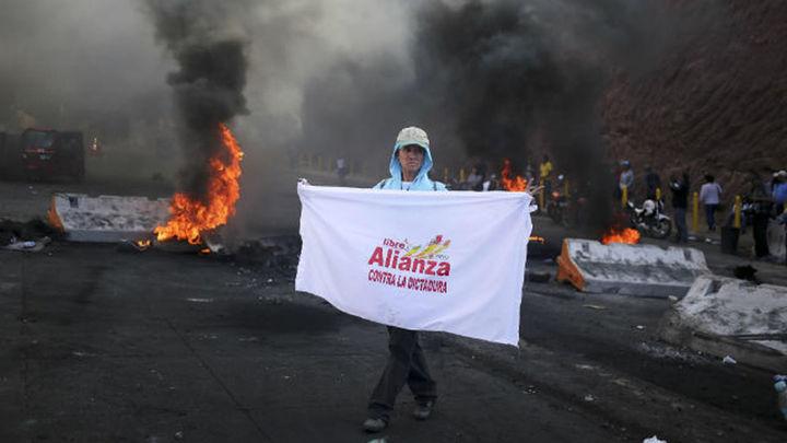 Máxima tensión en Honduras tras el alargue del escrutinio y el estado de excepción