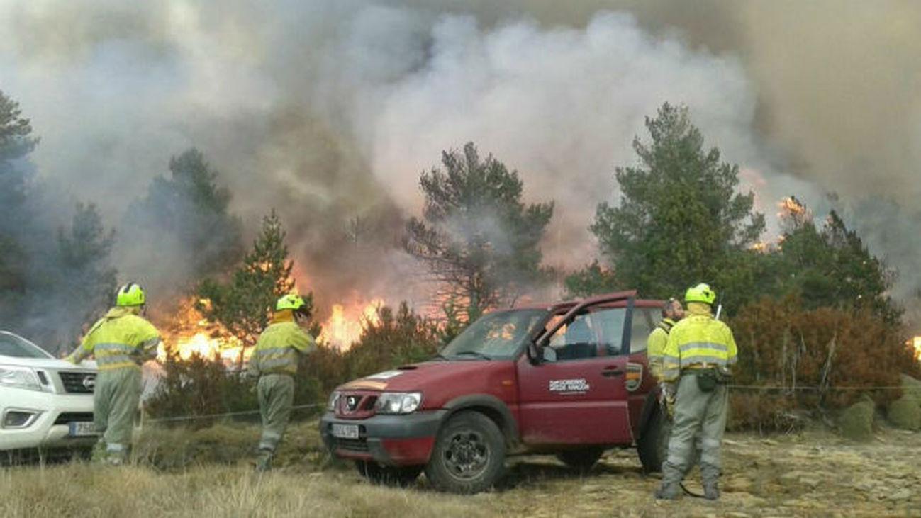 Continúa activo el incendio declarado este domingo en Torre la Ribera (Huesca) tras arder más de 50 hectáreas
