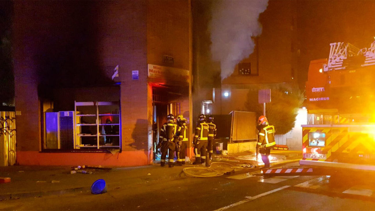Desalojan a los vecinos tras una explosión en un local comercial de Arganzuela
