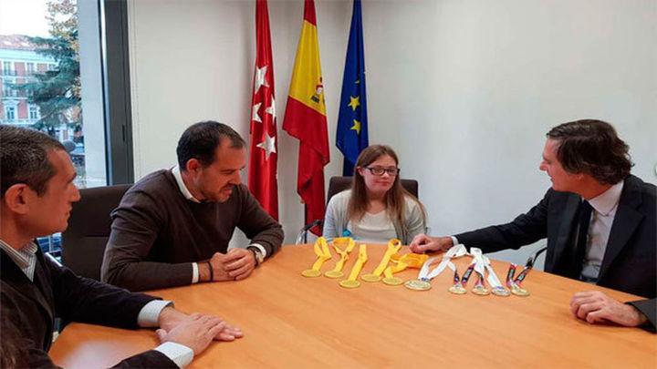 Camino Martínez de la Riva, cinco oros en el europeo de Natación para personas con Síndrome de Down