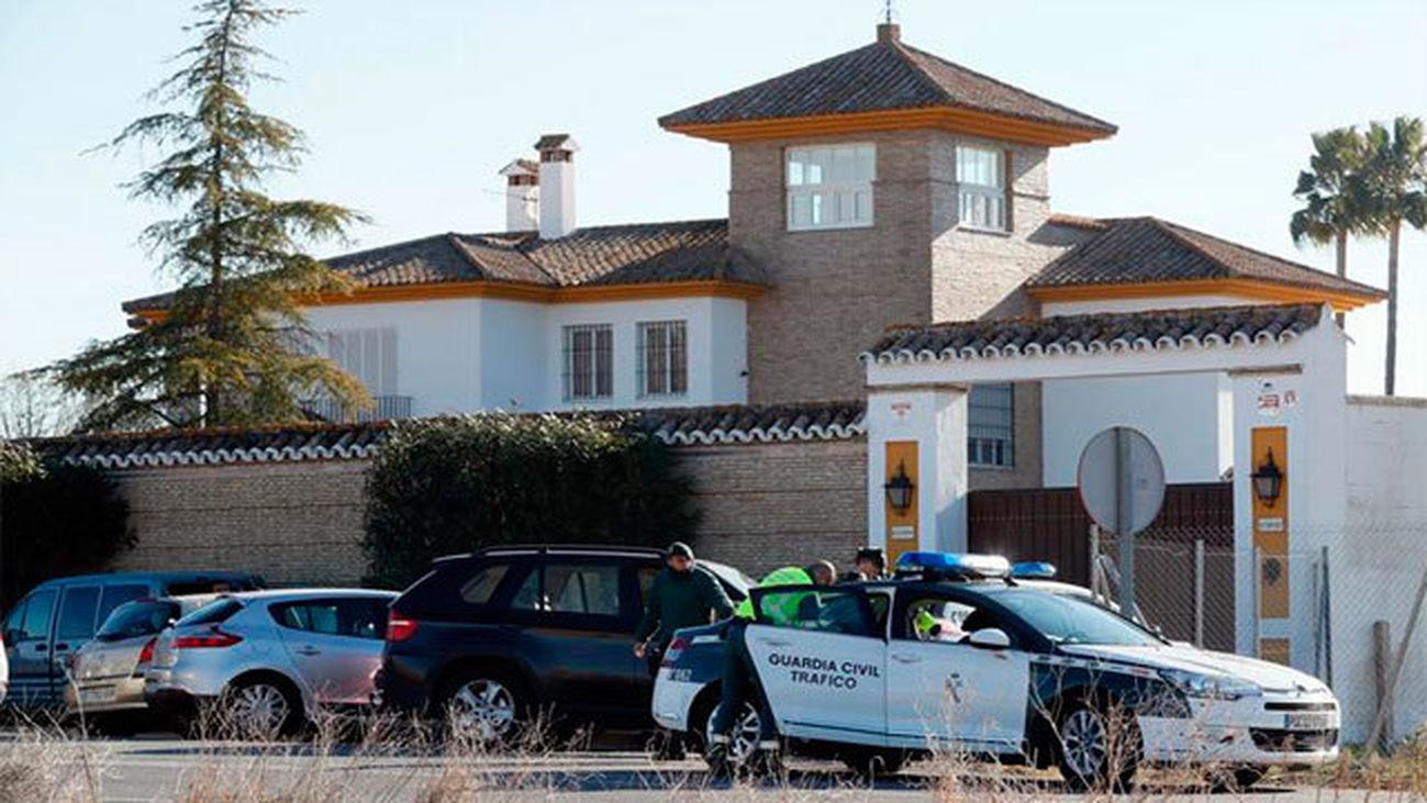 Muere un atracador en un tiroteo en una vivienda de Mairena del Aljarafe (Sevilla)