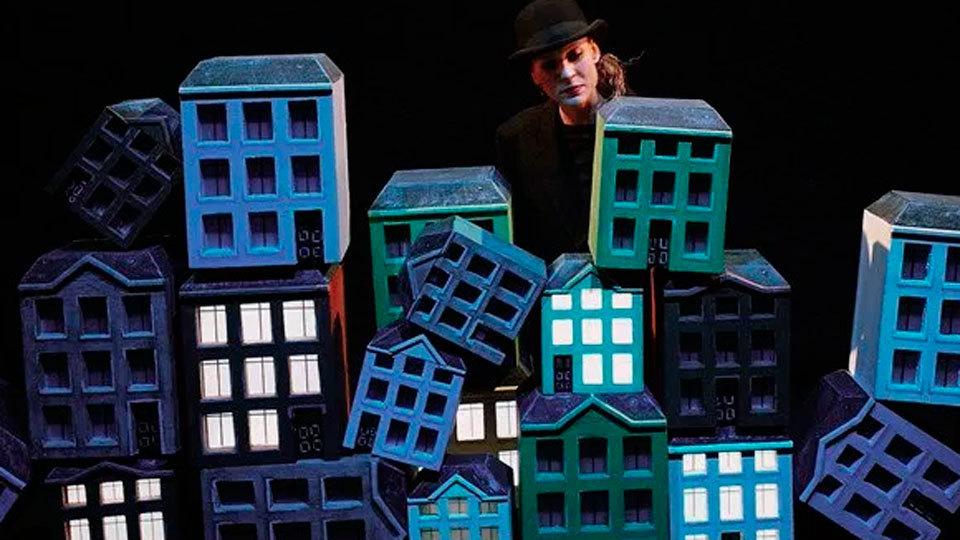 'Nubes' lleva el mundo de Magritte a los niños en los Teatros del Canal