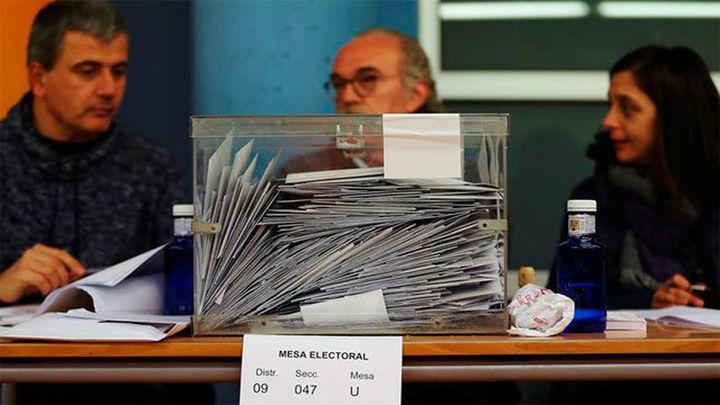 Un 68,32% de los catalanes vota hasta las 18.00 horas, 5,2 puntos más que en 2015
