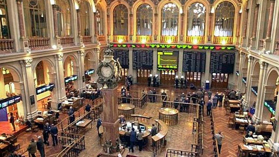 La Bolsa castiga los resultados de Cataluña y el IBEX 35 cae un 1,27 %