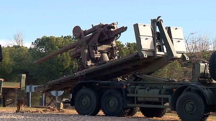 Defensa retira un cañón de época nazi de una plaza de Fuencarral-El Pardo