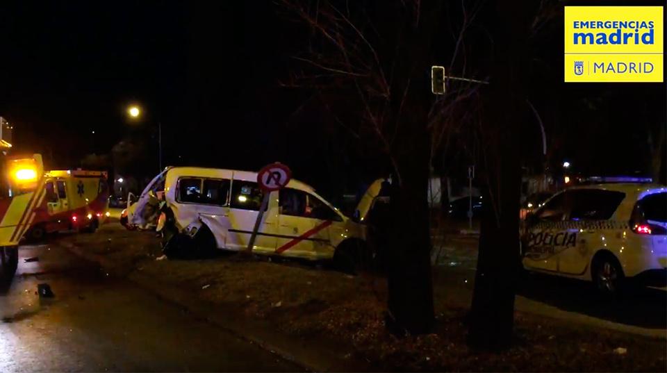Imagen del accidente en la calle Hermanos García Noblejas (Emergencias Madrid)