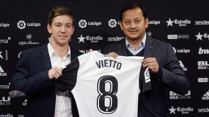 Vietto jugará cedido en el Valencia hasta final de temporada