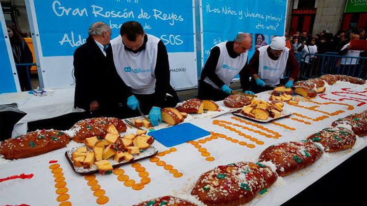 Aldeas Infantiles reparte 10.000 raciones de roscón en la Puerta del Sol