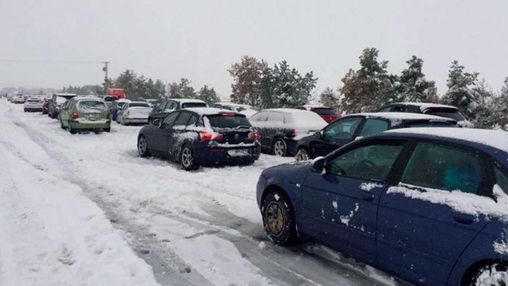 La DGT avisa de hasta 11 carreteras afectadas por nevadas, entre ellas la AP-6