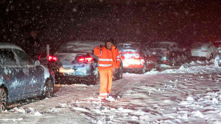 Se mantienen cortes de carreteras en el centro de la península, Andalucía, Cantabria y Navarra