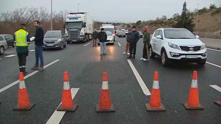 Cientos de conductores atrapados por el corte de la A-6 en Guadarrama